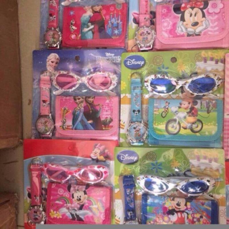 Giá bán 3 món kính mắt, đồng hồ, ví đáng yêu ( màu ngẫu nhiên )