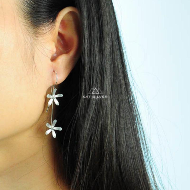 Bông tai bạc 925 KAT Silver khuyên dài 2 hoa KRSET110-155