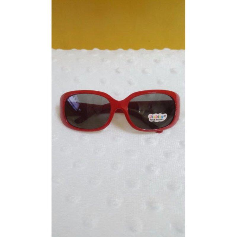 Mua Kính mát trẻ em chống nắng cao cấp mắt vuông (Đỏ) + Tặng dụng cụ nạo dừa