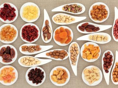 Các loại hạt và trái cây khô