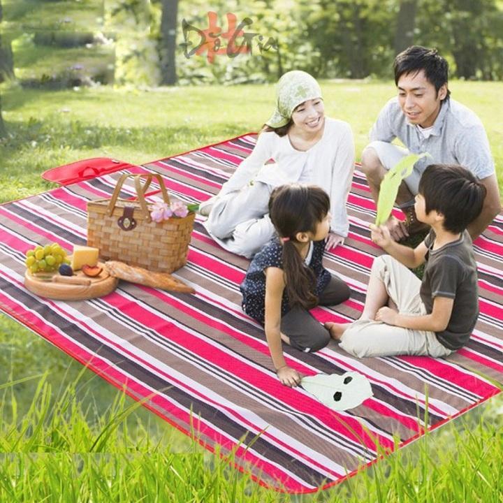 Hình ảnh Thảm du lịch, thảm picnic chống thấm gấp gọn 180cm x 145cm