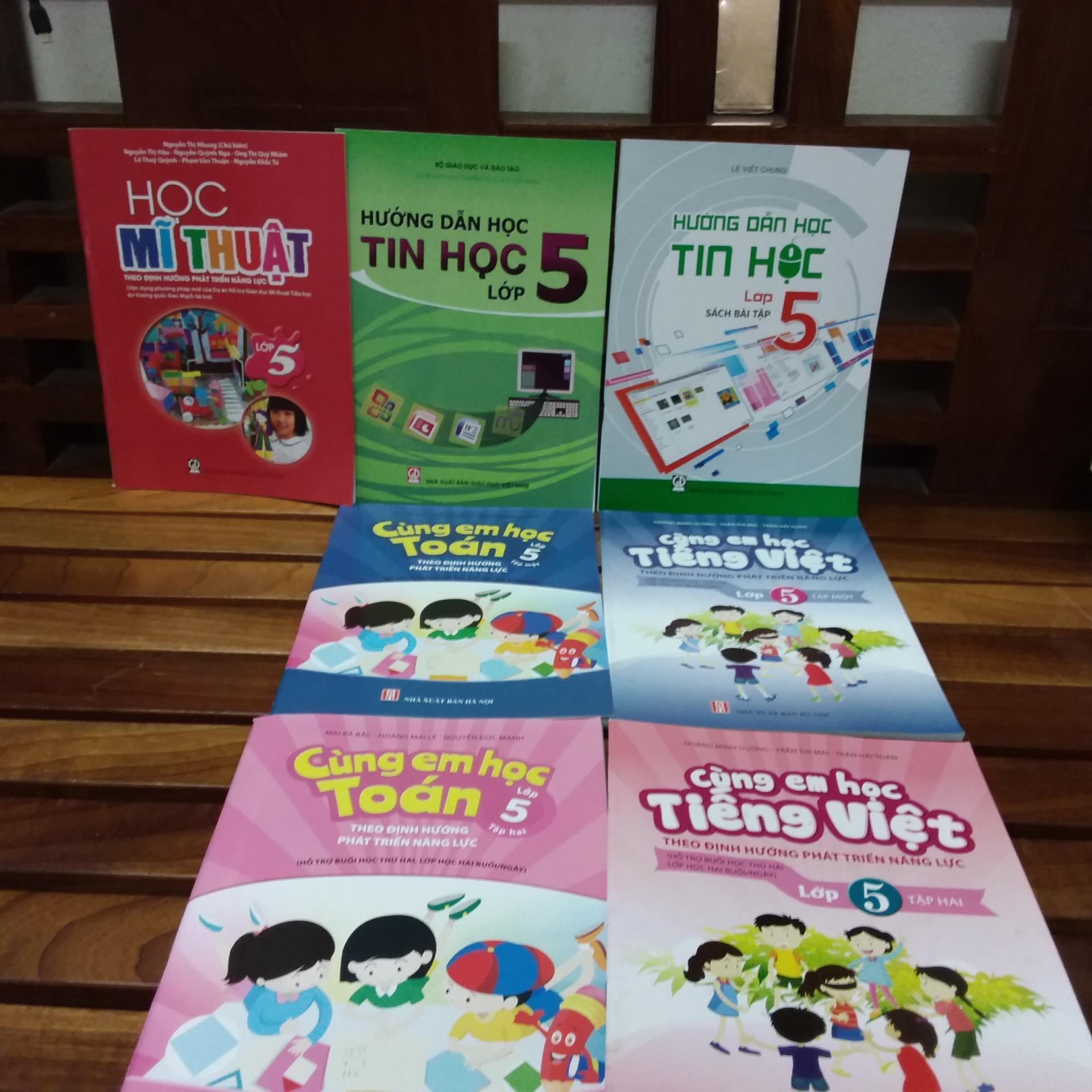 Mua Combo 7 cuốn sác giáo khoa lớp 5 ( cùng em học toán +tiếng việt + tin học + học mĩ thuật )