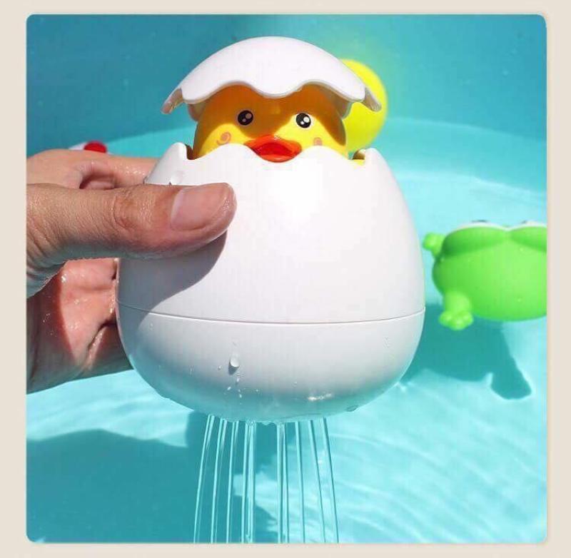 Trứng nở vịt phun nước cho bé - Đồ chơi cho bé khi tắm siêu đáng yêu