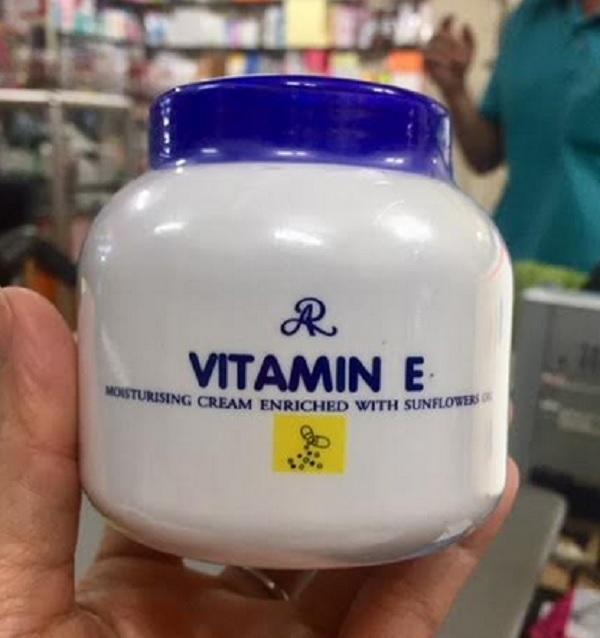 Kem dưỡng ẩm Aron bổ sung Vitamin E 200g - Thái Lan