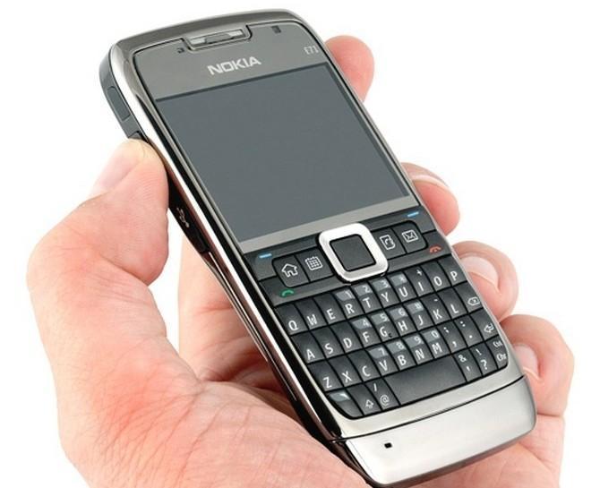 Hình ảnh Điện thoại E71 kèm pin sạc