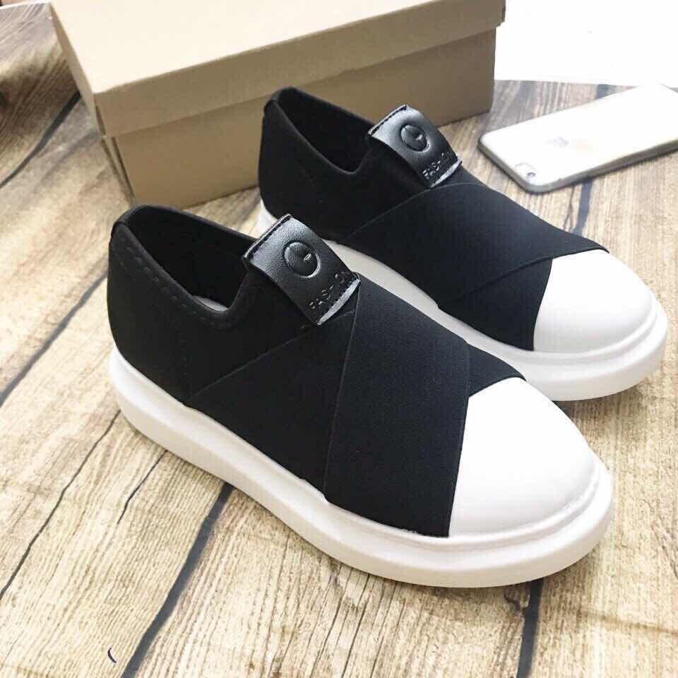 Giày lười nữ độn đế 3cm vá Bi Shop (Đen phối trắng)