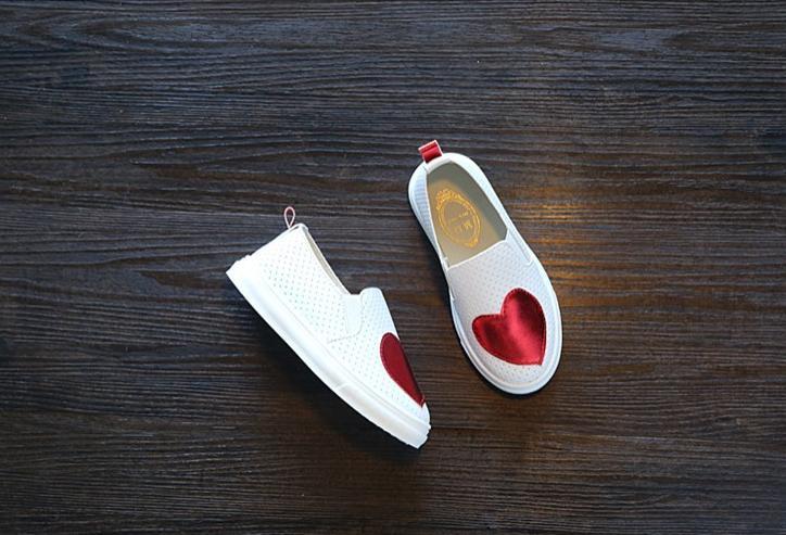Hình ảnh Giày đế bằng, giày trái tim bé gái hình trái tim