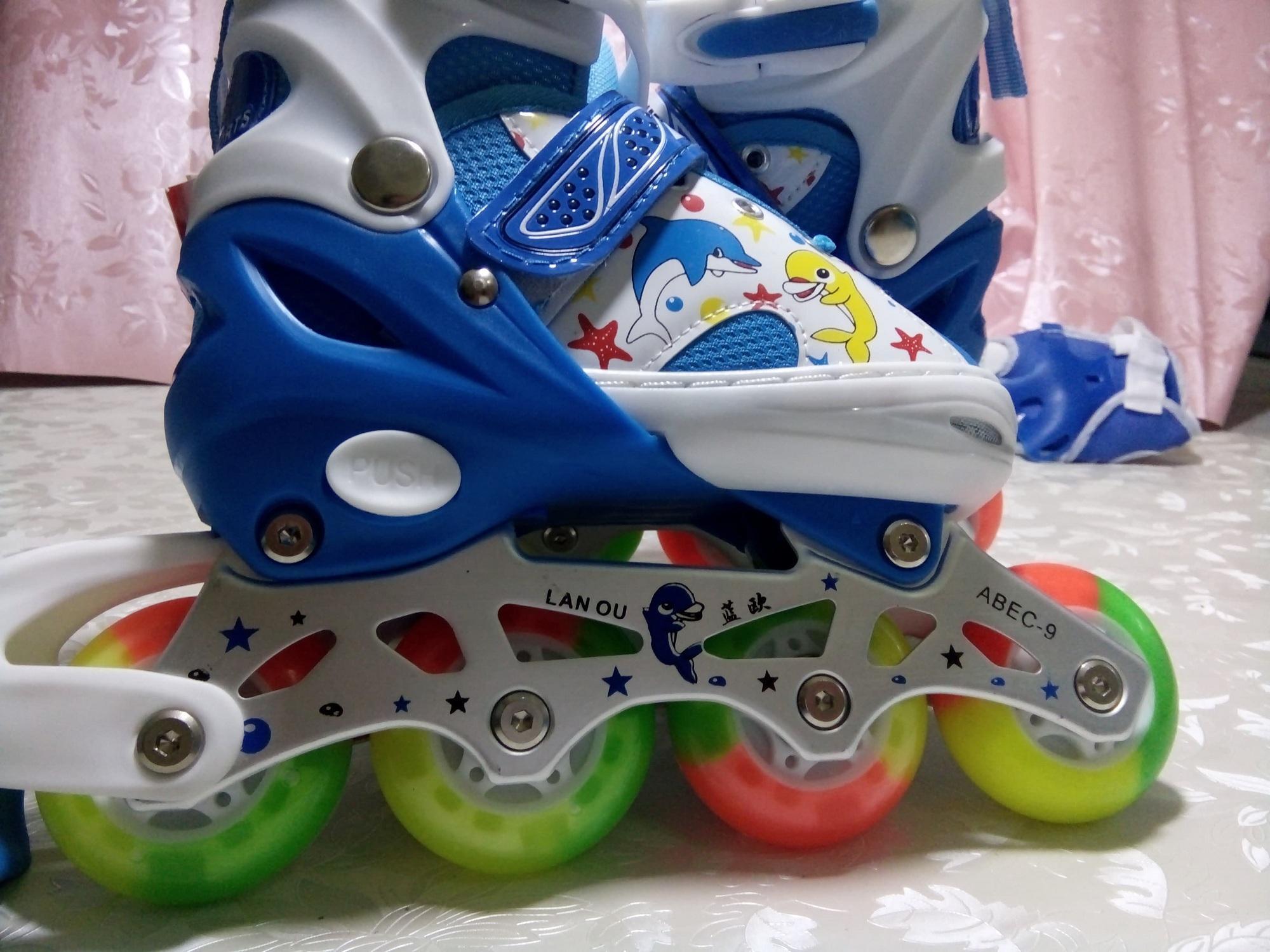 giày trượt patin cho trẻ 4-6 tuổi tặng nốn và bộ bảo hộ chân tay