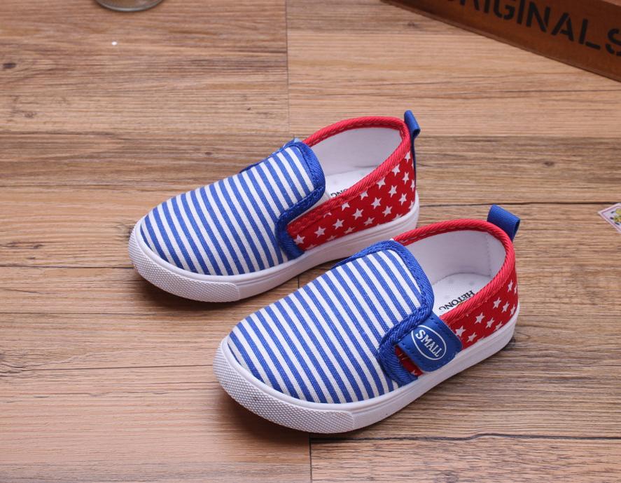Giá bán Giày lười cho bé trai có quay dán dễ mang RS162 (Xanh đỏ) Size 26 - 31