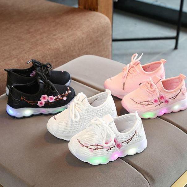 Giày thể thao cho bé gái thêu hoa giá rẻ