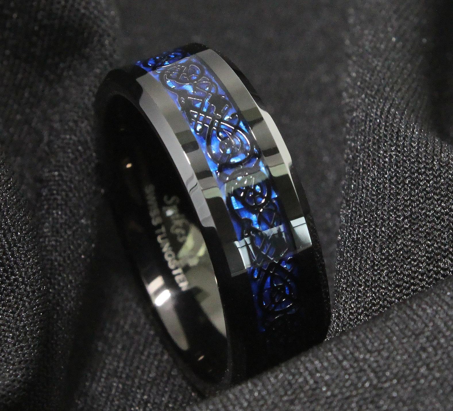 Nhẫn nam titan xanh chạm khắc phong cách hiện đại