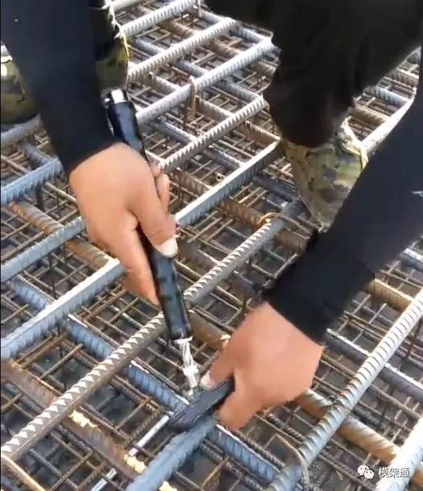 Set 2 Móc buộc dây thép tự xoắn