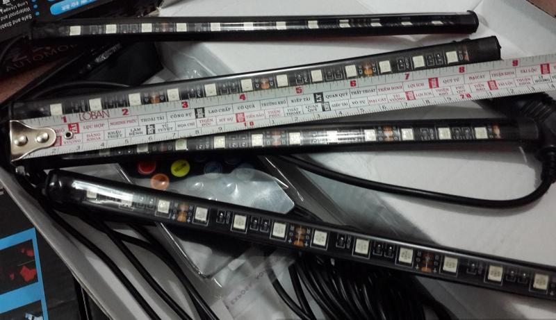 Đèn LED gầm ghế ô tô 22cm 12 bóng led nháy theo nhạc