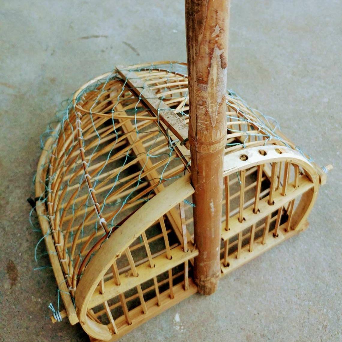 Lồng bẫy chim chất liệu tre đan