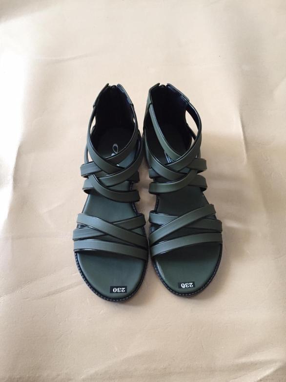 Giày sandal nữ dây chéo đang hot giá rẻ