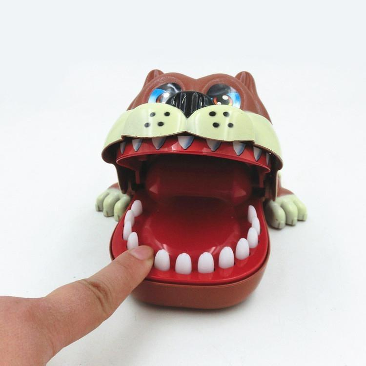 Hình ảnh Trò chơi chó cắn tay (Lucky Dog)