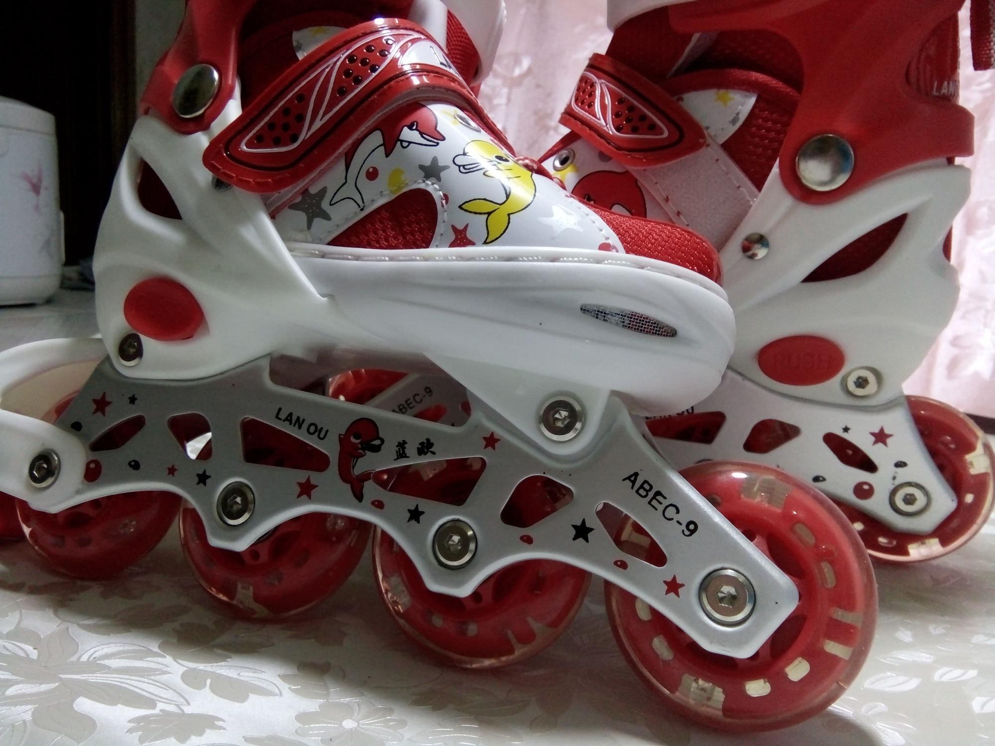 bộ giày trượt patin đỏ trắng , size L 39-42 trên 10 tuổi, bộ bảo hộ tay chân + nốn bảo hộ