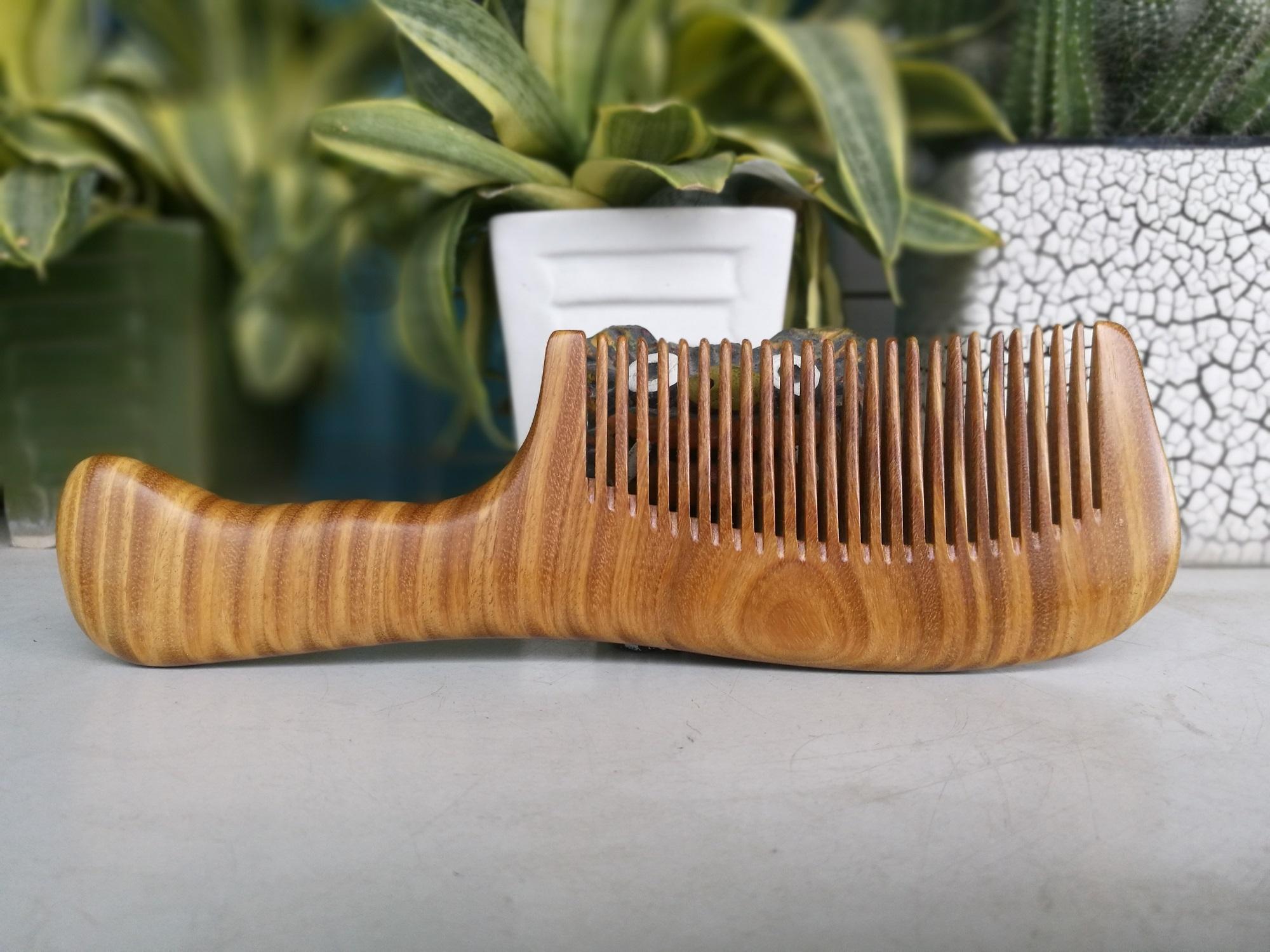 Lược gỗ bách xanh (răng mau) lược gỗ không tĩnh điện giúp ngăn xơ rụng tóc-giúp tóc suôn mềm óng ả-giúp thư thái tĩnh tâm giảm stress -Quà tặng cao cấp- thatchatstore BX01
