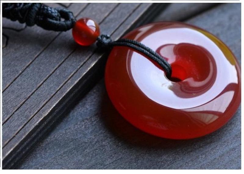 Ngọc bội đá chalcedony màu đỏ Mệnh Hỏa + Mệnh Thổ  (Không kèm dây)