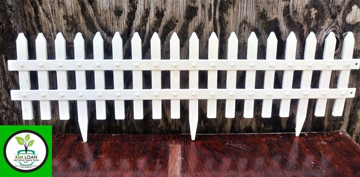 Hàng rào nhựa mini có đế cắm đất 56 x 19 x 0,6 cm
