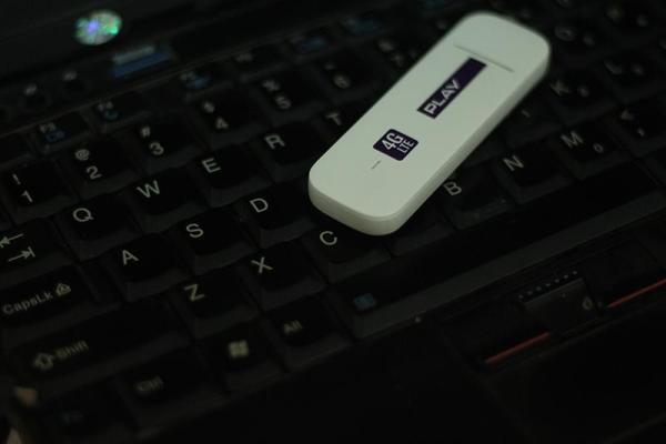 Bảng giá USB 3G/4G Huawei E3372 lướt web cực đã với tốc độ kết nối 150Mbps Phong Vũ