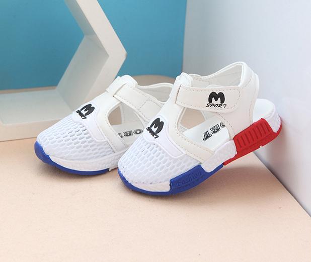 Giày sandal cho bé Size 22-26 RS143 (Trắng)