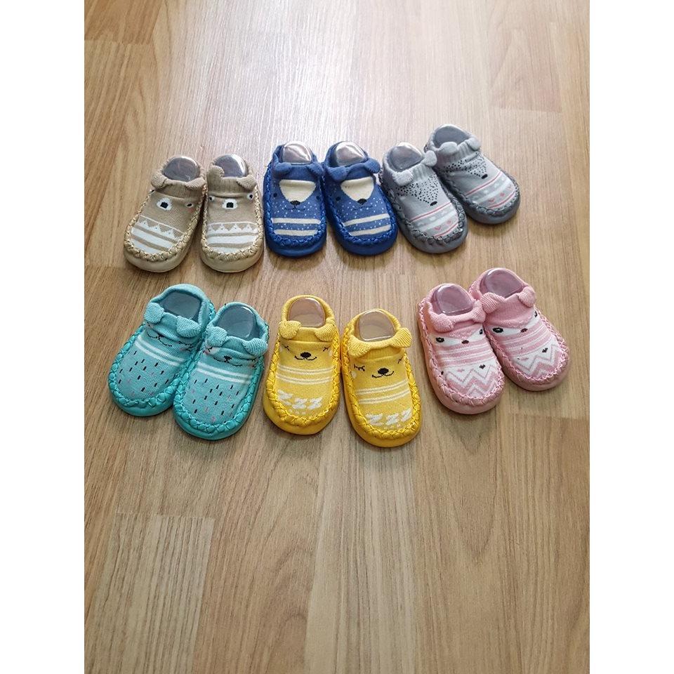 Giày vớ sơ sinh nhiều màu
