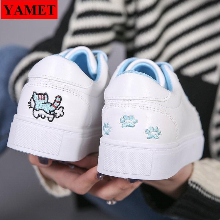 Giày sneaker nữ thêu mèo dễ thương YAMET YA-0936TX Trắng Phối Xanh