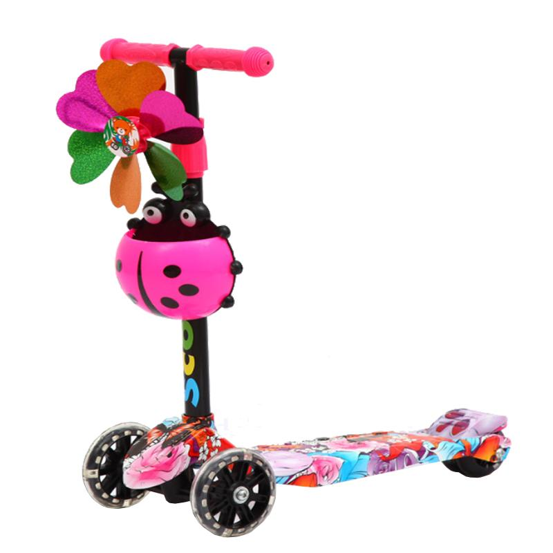 Giá bán Xe Scooter 3 bánh hoạ tiết Graffiti