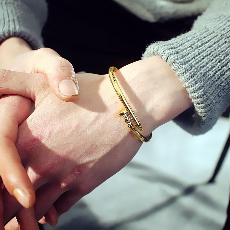 Vòng đeo tay Nam/Nữ hình đinh nhiều màu