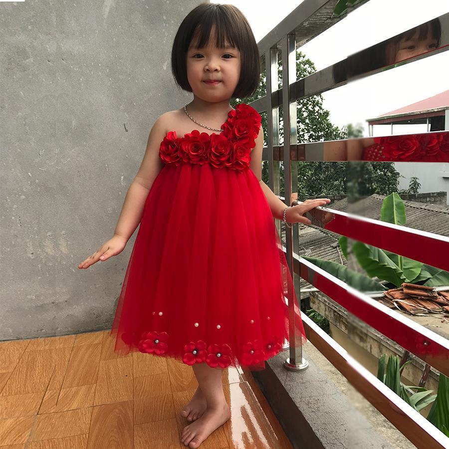 Giá bán Váy công chúa đỏ cho bé 6 bông tú cầu dưới chân