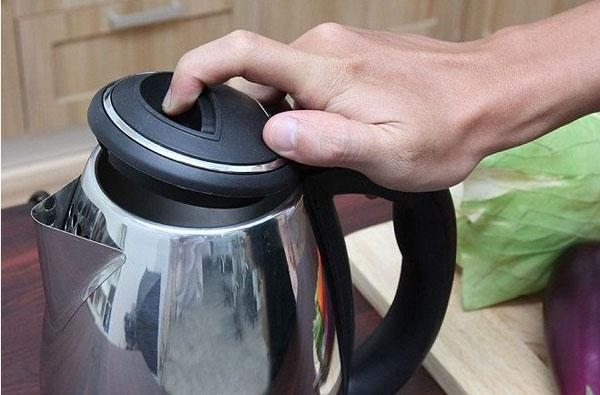 am-dun-nuoc-sieu-toc-Electric-Kettle-1.8L-5.jpg