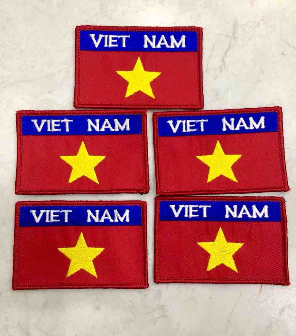 Cờ Việt Nam thêu
