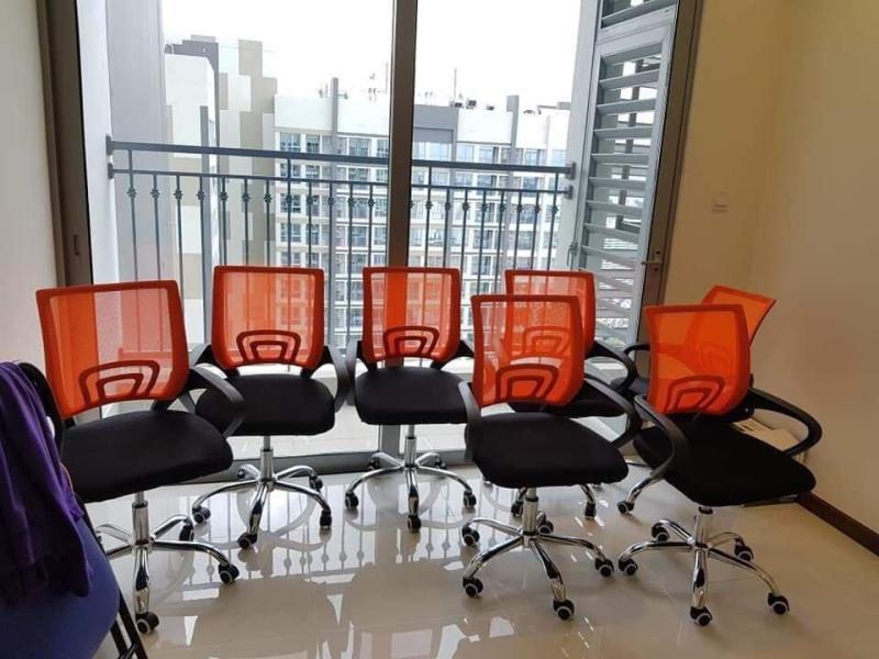 Ghế xoay văn phòng kiểu lưới hiện đại (đen, cam) Siêu thị việt. giá rẻ