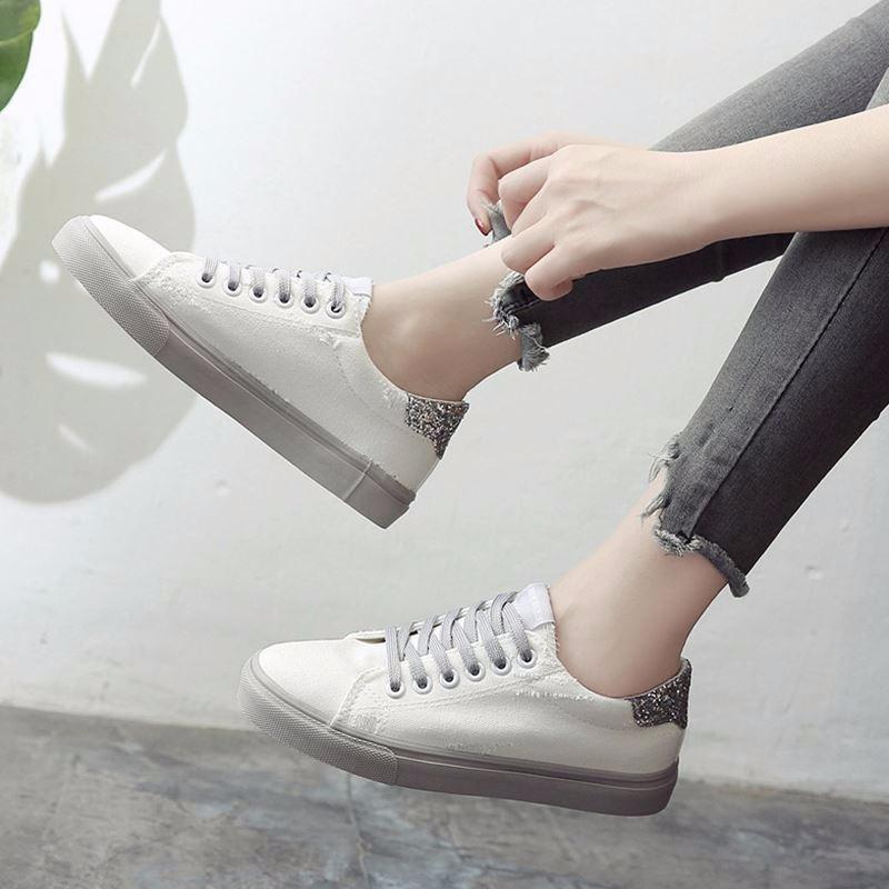 Giay Sneaker Nữ Buộc Day S1073 Trắng Hồ Chí Minh