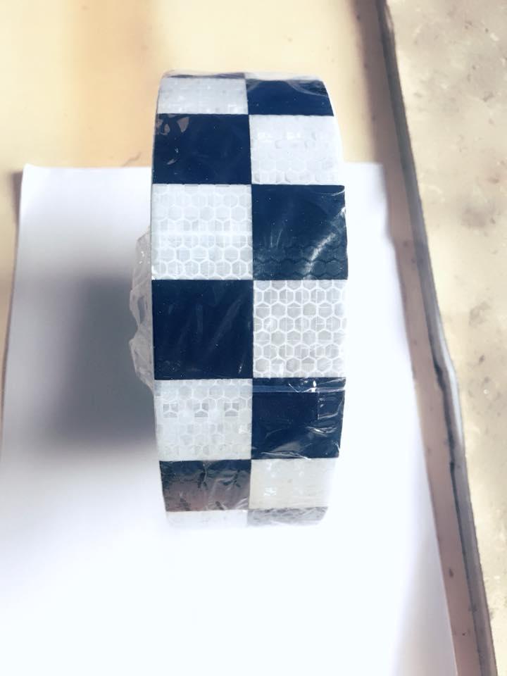 băng dính phản quang 50M caro trắng đen Nhật Bản