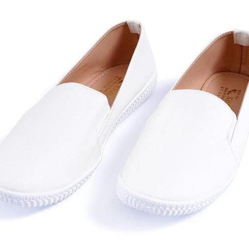 Gày lười trắng tặng kèm lót gót giá rẻ