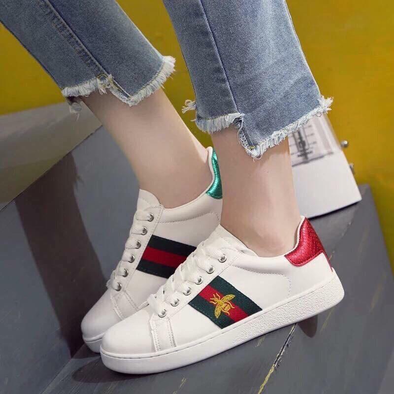 giày bata thể thao nữ màu trắng sọc hình ong gót xanh gót đỏ