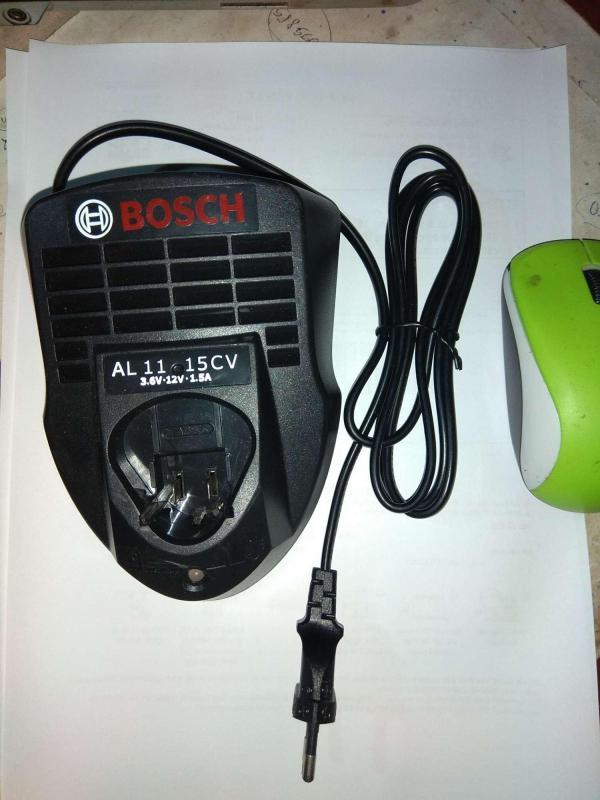 Đế sạc pin 12vôn cho máy khoan và  vặn vít pin Bosch.