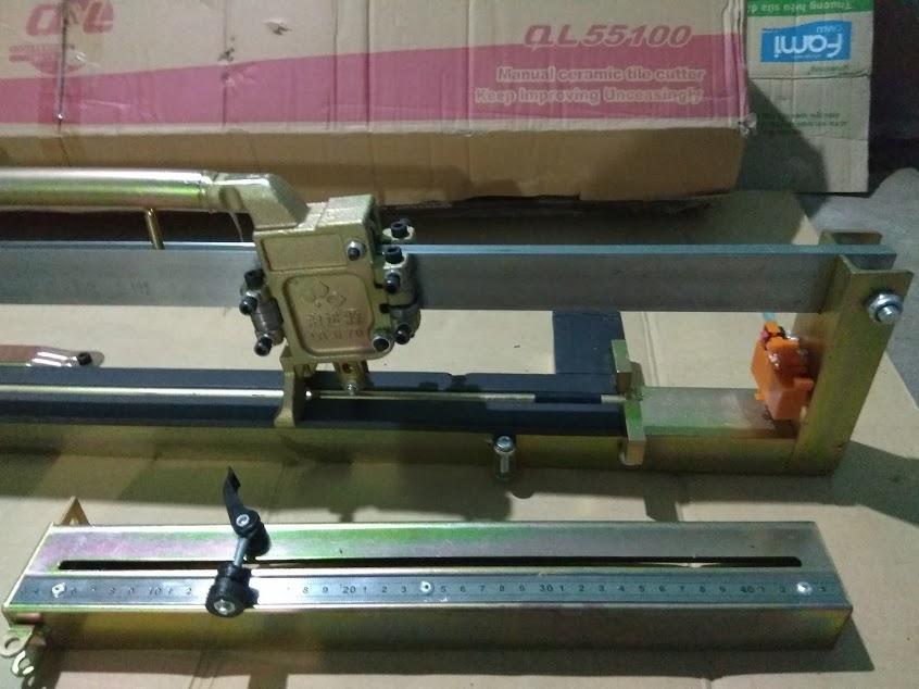 Máy cắt gạch siêu cứng bàn đẩy QL 55100 (cắt 1 mét)