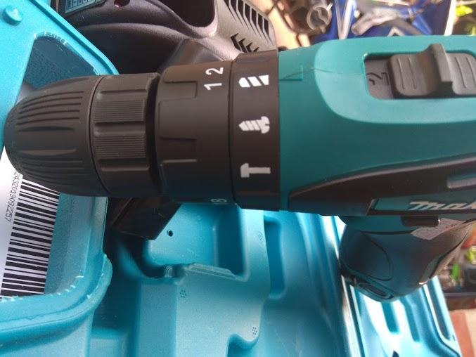 Máy khoan búa pin Makita DF330DWE 12 vôn -Xuất xứ Thái lan (đủ 3 chức năng bắn vít,khoan sắt, gỗ, đặc biệt khoan bê tông khỏe)