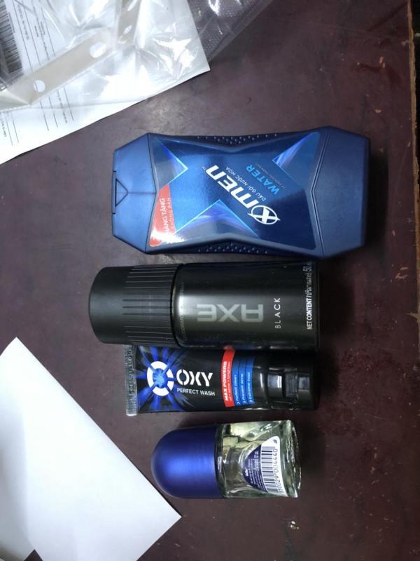 Trọn bộ dành cho nam giới 4 món gồm: 1 Chai dầu gội  Xmen nước hoa sạch gàu thơm mát 150g/Chai + 1 Chai xịt khử mùi Axe 50ml/Chai + 1 Chai lăn khử mùi Nivea for men 12ml/chai + Tặng 1 Tuýp rửa mặt Oxy 25g/tuýp