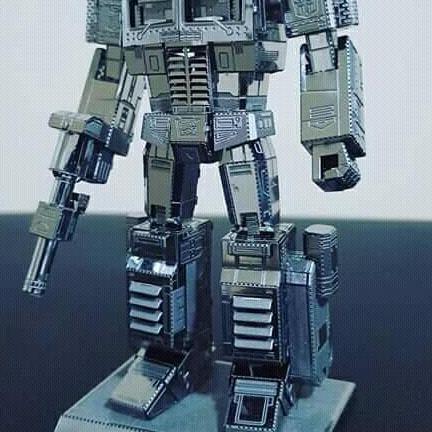 Hình ảnh robot biến hình optimus thép không gỉ