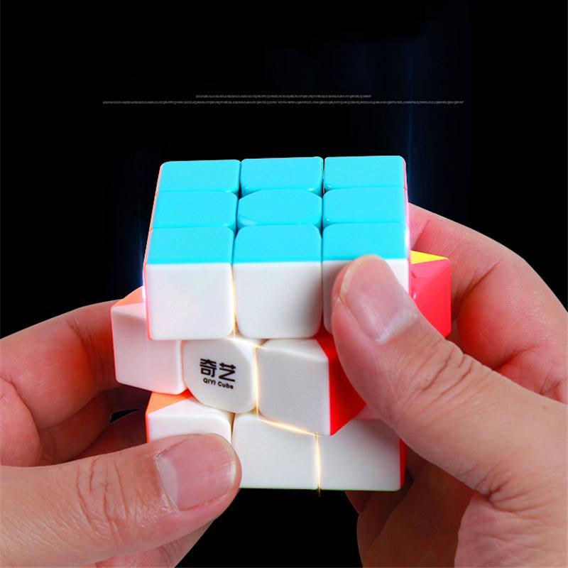 [HCM]Đồ chơi Giáo Dục Rubik 3x3 QiYi S Speed Cube Stickerless - Rubik 3 tầng 3x3x3 Phát Triển IQ