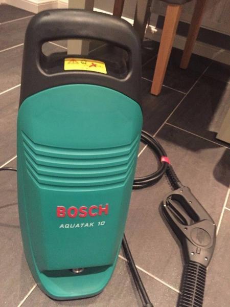 Máy phun rửa áp lực Bosch Aquatak10 (1300W)