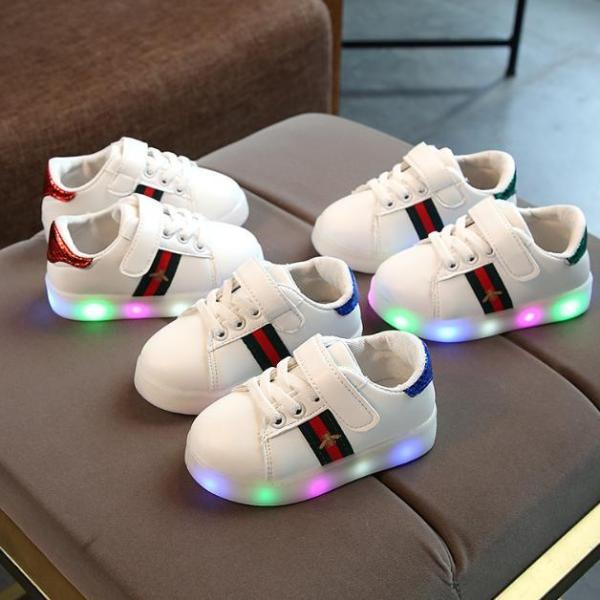 Giày thể thao có đèn LED cho bé trai và bé gái