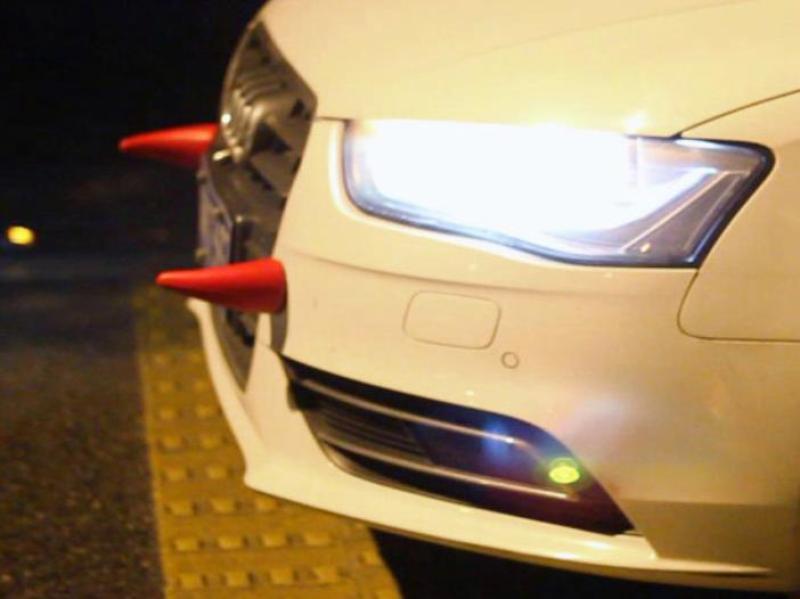 Sừng quỷ sa tăng trang trí ô tô - Màu đỏ