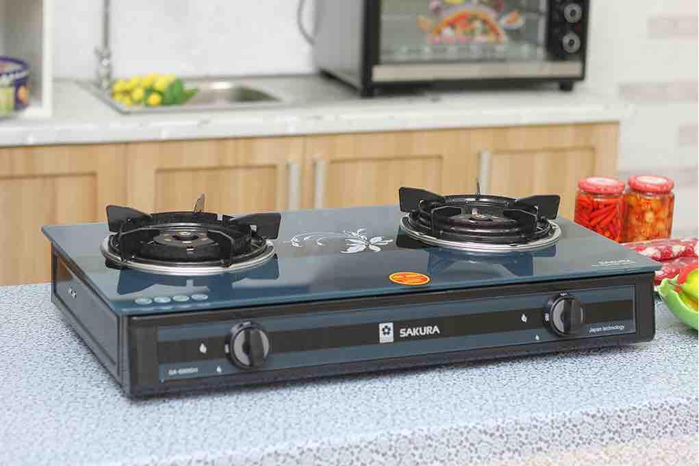 Bếp gas Sakura SA-690GH mới,Mặt bếp bằng kính cường lực-Đầu đốt bằng đồng thau bền bỉ, cho lửa xanh không đen nồi.