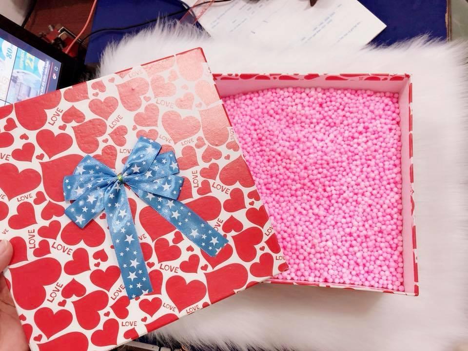 Hộp quà vuông chứa xốp 22*22*12cm (giao màu ngẫu nhiên) Nhật Bản