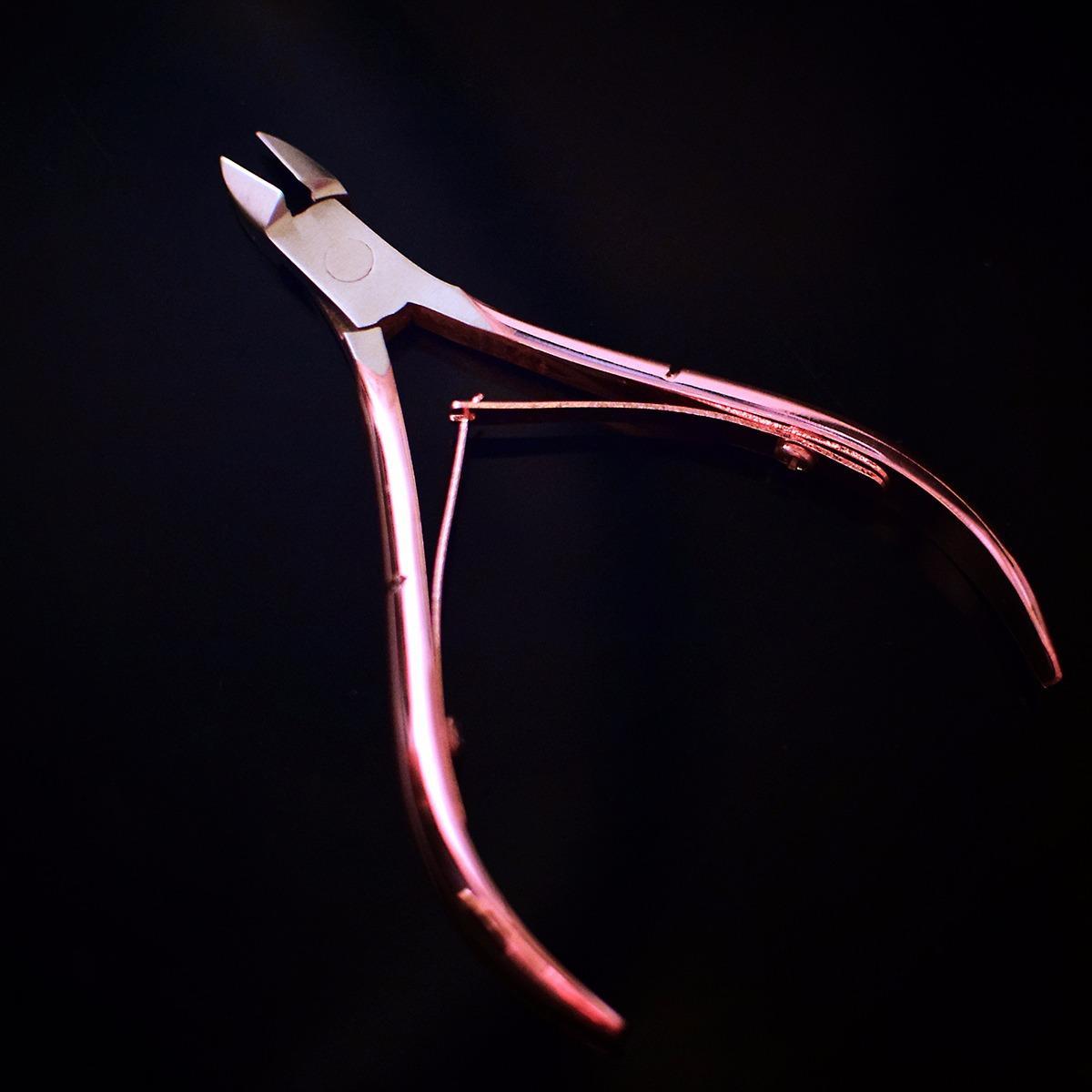 Kềm cắt da , bén , nhẹ màu vàng hồng